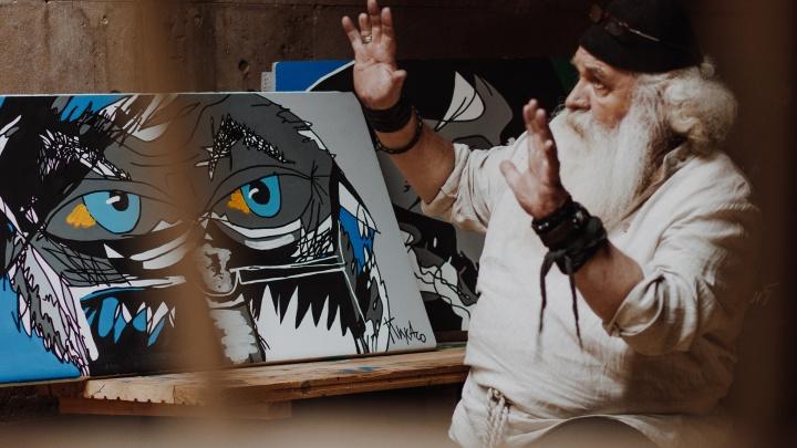 Выбирайте себе любую: уральский дедушка-кузнец написал 500 картин и готов раздать их екатеринбуржцам