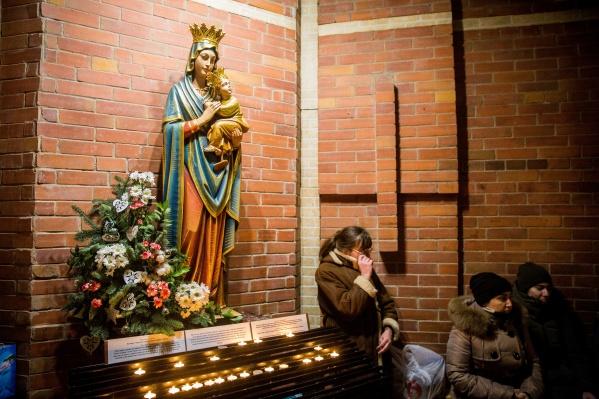 В канун праздника в соборе собралось около 500 человек