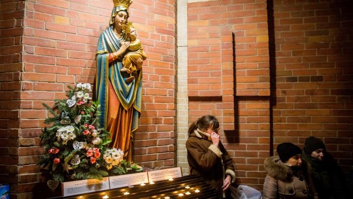 Фото: католики отметили Рождественский сочельник в Кафедральном соборе
