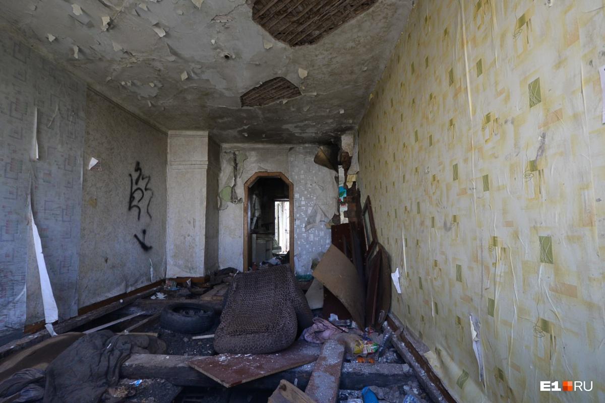 В некоторых домах осталась мебель