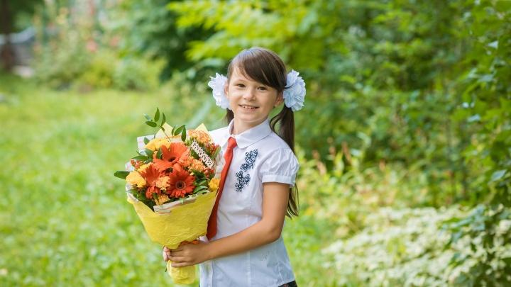 Не успели купить цветы на линейку: FLOraОПТ в короткие сроки изготовит букет любой сложности