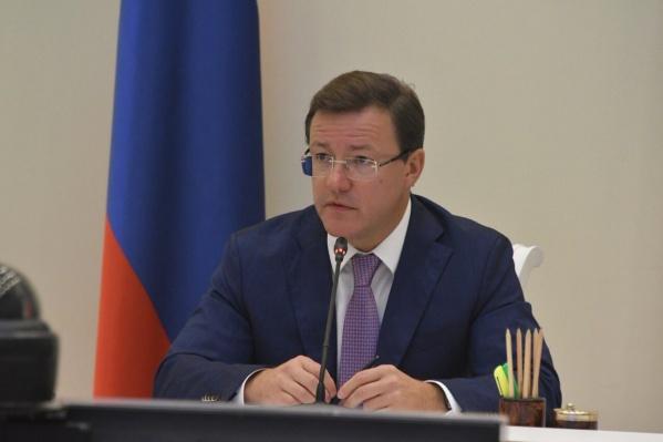 По мнению Дмитрия Азарова, нужно собрать всю картину незаконной застройки берегов Волги