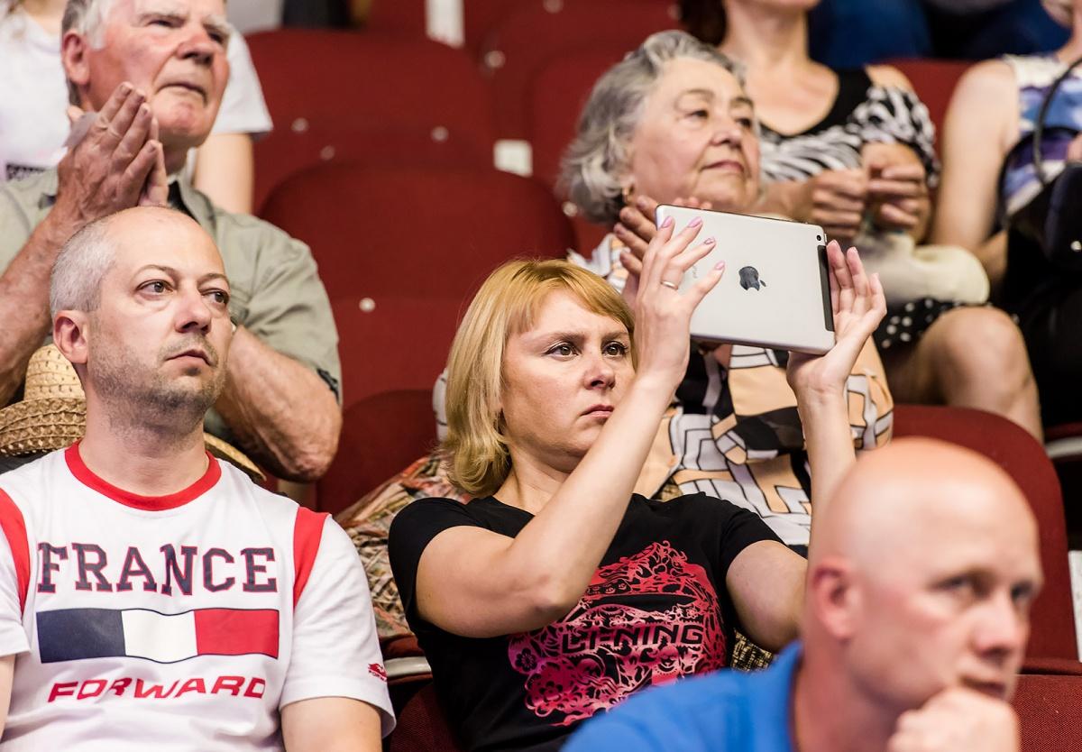 Зрители с замиранием следили за фантастическими возможностями спортсменов