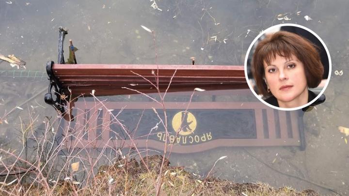 «Мне стыдно за таких людей»: глава Дзержинского района разыскивает вандалов, утопивших лавочки