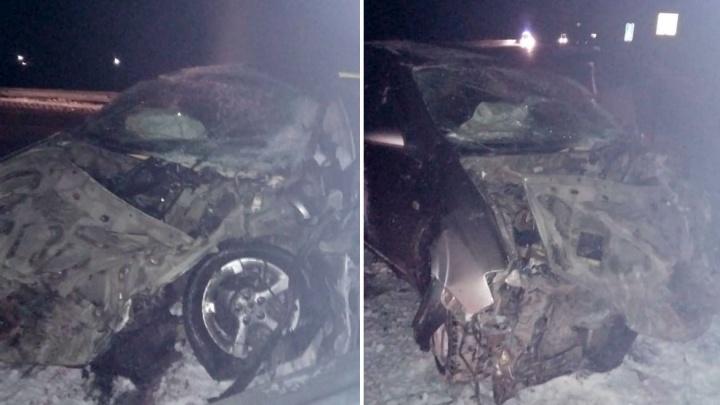 Иномарка на трассе врезалась в фуру — погибли два человека