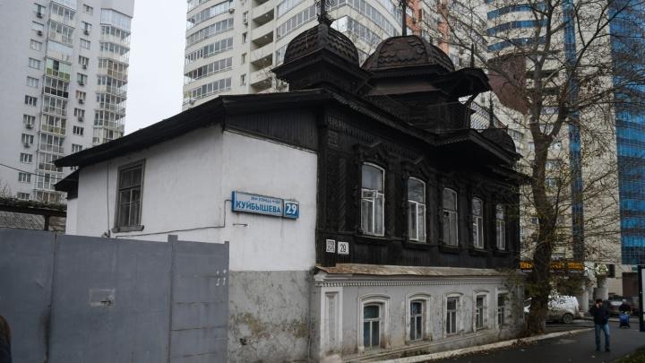 Мэрия решила судьбу старинного дома на Куйбышева, из которого съехала полиция и оставила горы мусора