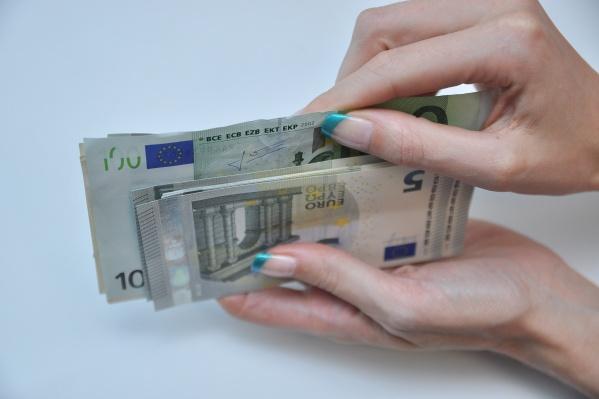 Стоимость евро в ходе торгов достигала почти 81,5 рубля