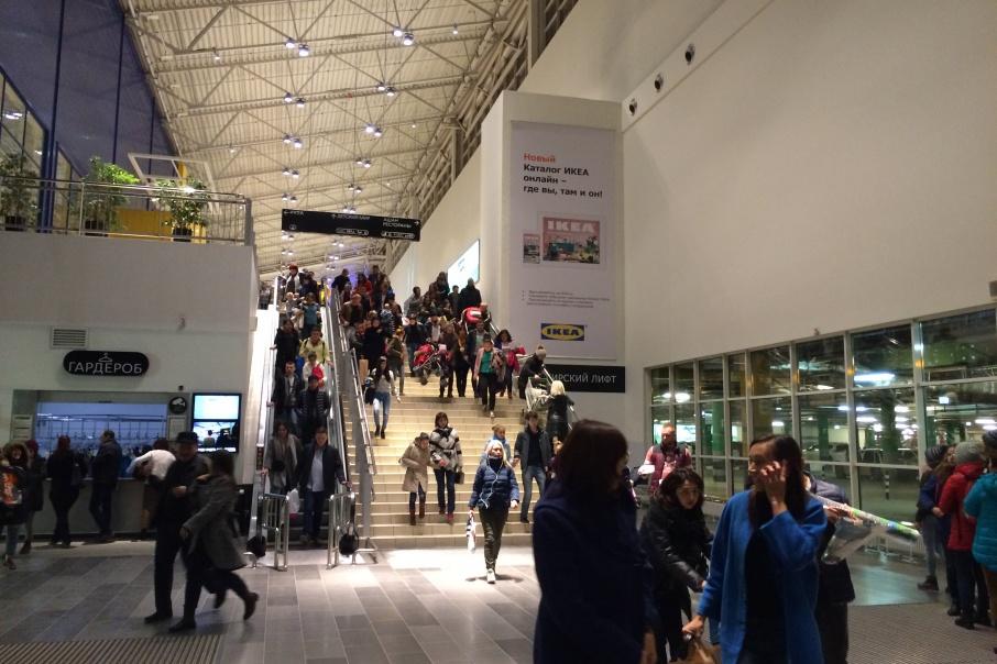 Посреди шопинга посетителей попросили покинуть здание