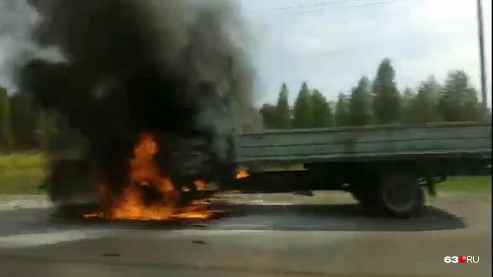 «Пламя охватило всю кабину!»: под Тольятти загорелась грузовая «Газель»