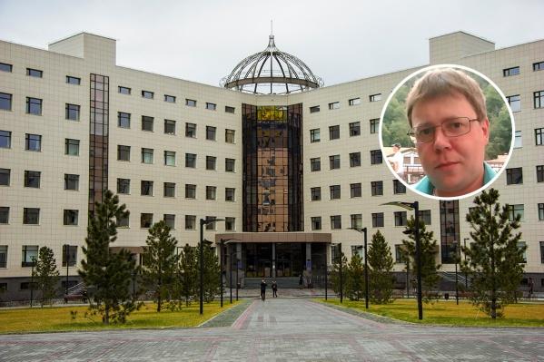 Дмитрий Контрабас (на фото) признается, что сильно удивился, увидев в почте письмо за подписью замдекана физфака НГУ