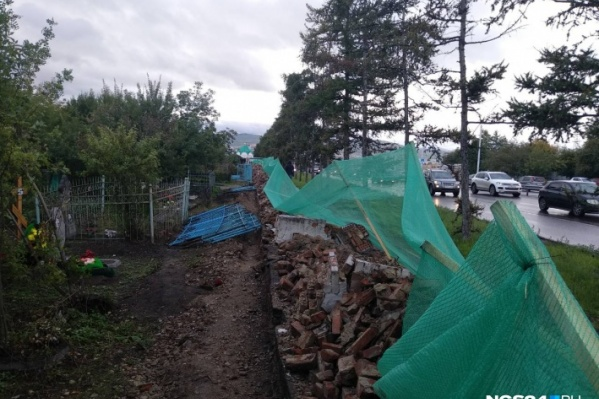 По информации прокуратуры, рабочие успели разрушить 82 метра исторической ограды