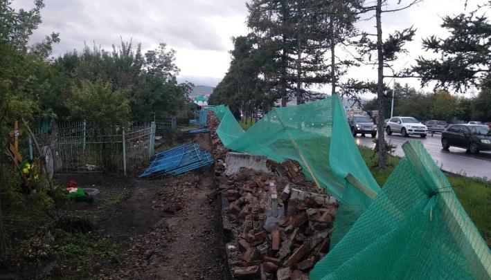 Чиновники знали об охранном статусе ограды Троицкого кладбища перед ее сносом