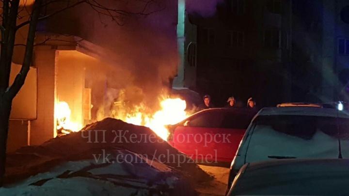 «Случайности не случайны»: третий раз за неделю у дома в Железногорске горят автомобили