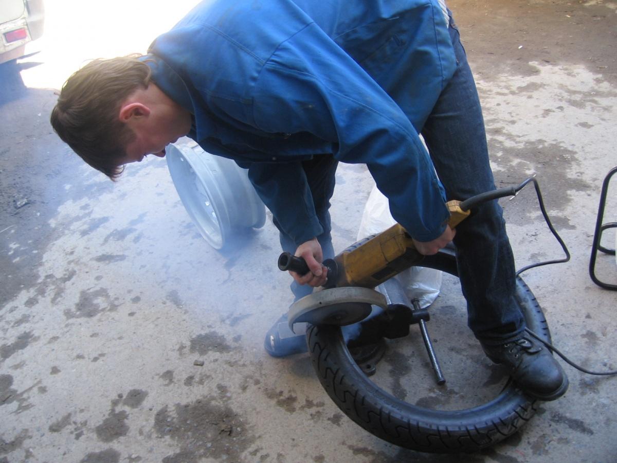Ивана заставили полностью распилить мотоцикл, после этого он решил уволиться