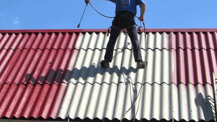 Крыша течет: шиферу нужен уход