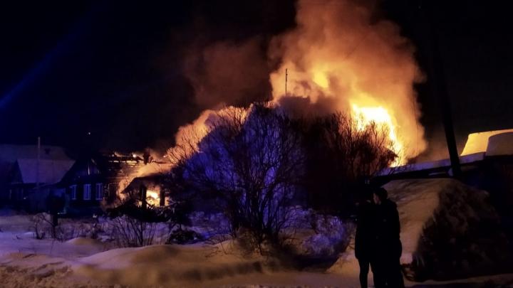 Пыталась выбраться наружу: пожилая женщина пострадала в крупном пожаре в Березовском