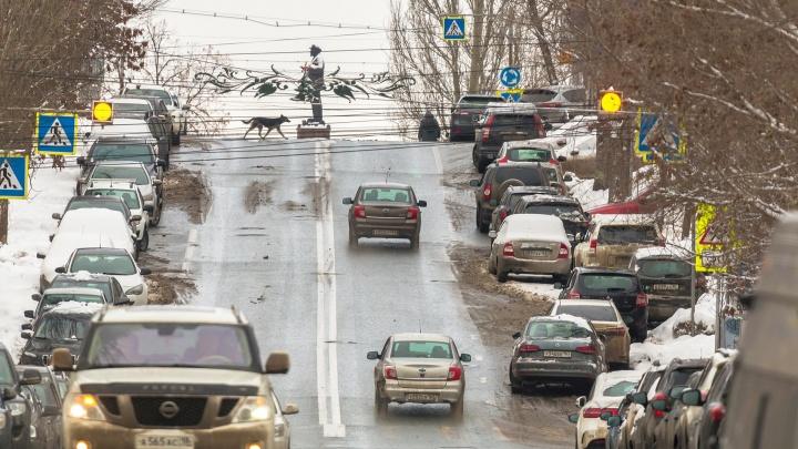 В Самаре решили не делать платные парковки на улицах рядом с Фрунзенским мостом