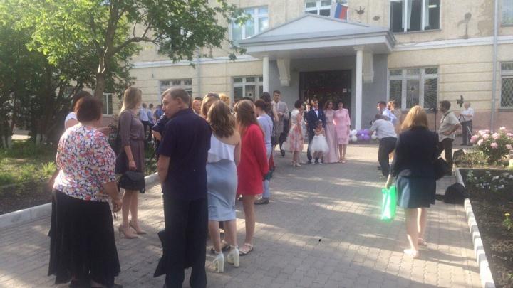 В новосибирских школах начались выпускные вечера