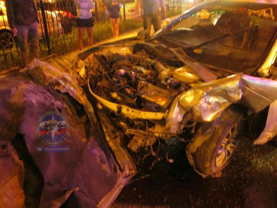 Появились фото жуткого ДТП вНовосибирске, где пострадали 3 человека