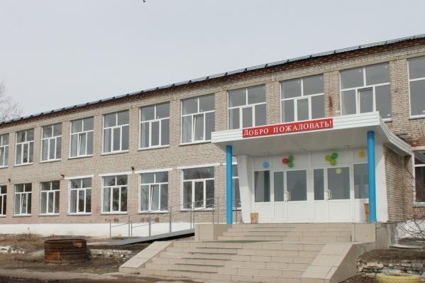 Пока рассматривается вариант объединить школу и детский сад, расположенный в этом же селе
