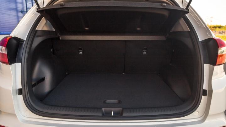 Подростки залезли в багажник заброшенного автомобиля и не смогли самостоятельно выбраться