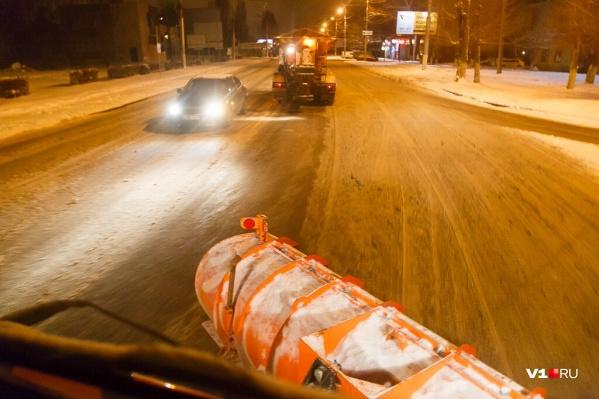 Непогода поставила на уши дорожников всей Волгоградской области