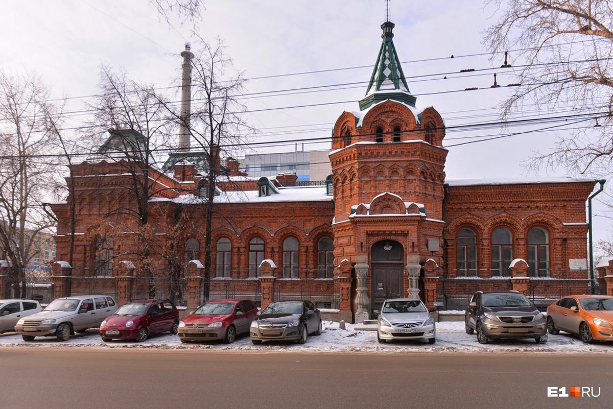 Красный терем с призраками: история старинной усадьбы Железнова, которую превратят в элитный отель