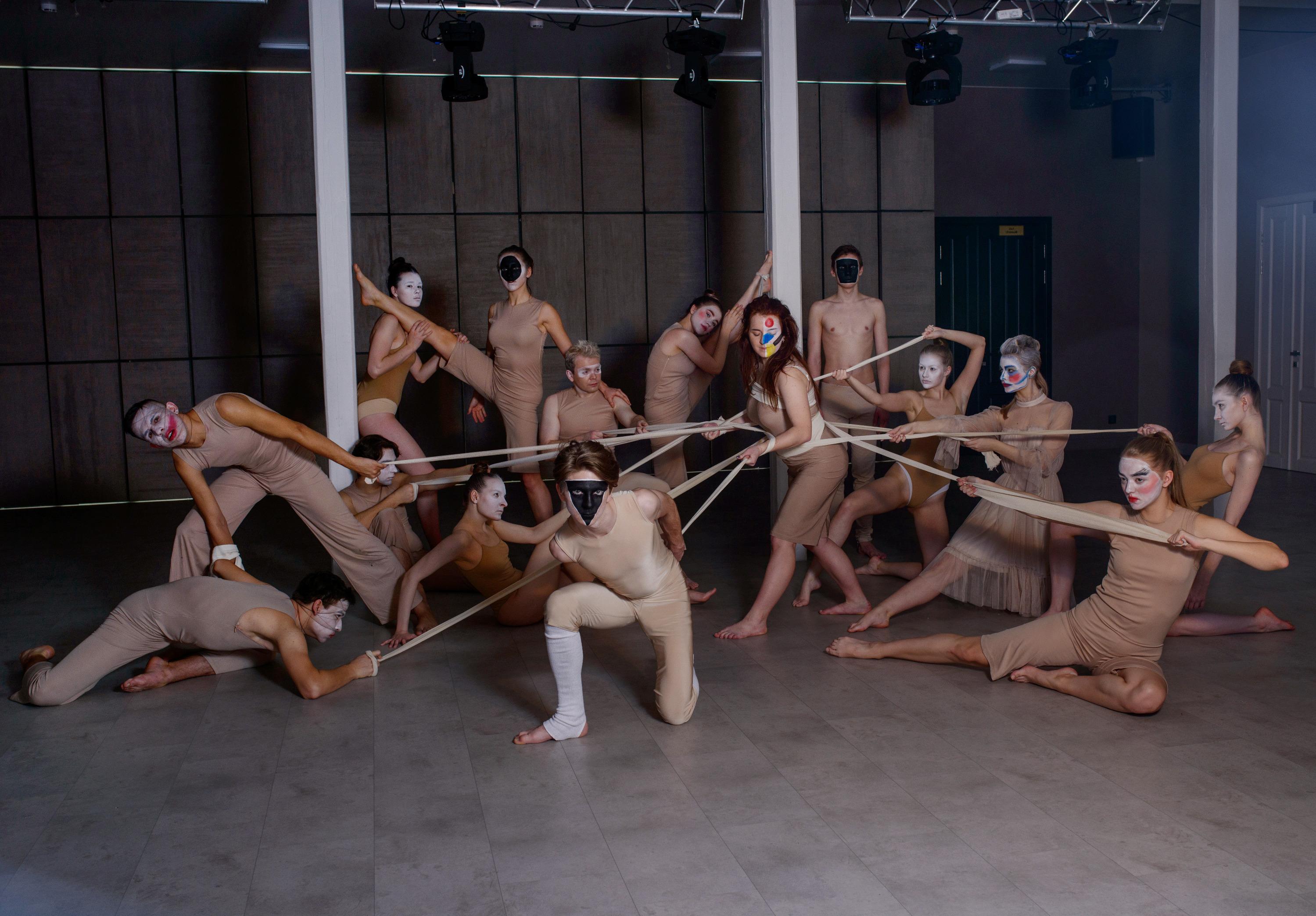 Фотограф призналась, что было нелегко работать с 15 людьми в кадре одновременно