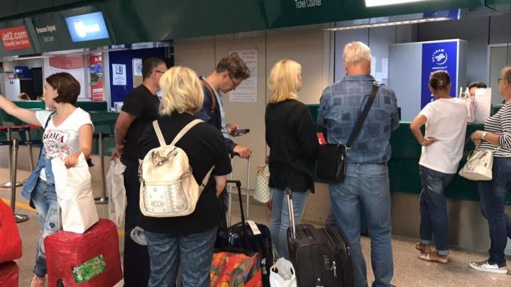 Екатеринбуржцам, застрявшим в аэропорту Рима, пришлось покупать новые билеты за 50 тысяч
