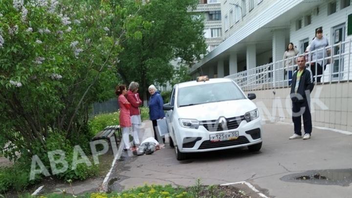 72-летний омич, который позже умер в такси, ехал в поликлинику с женой, чтобы сдать анализы
