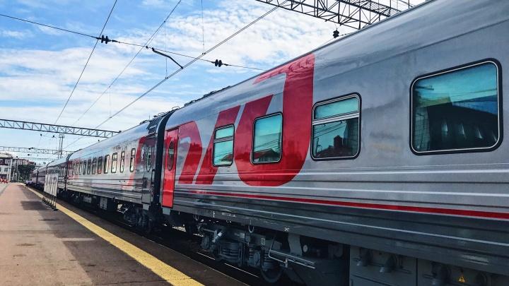 Крутящиеся кресла, зарядки у сидений: смотрим, что есть в новых вагонах поезда Тюмень — Тобольск