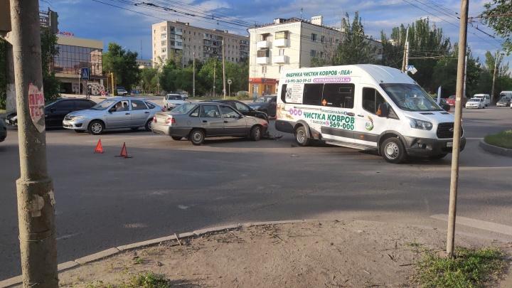 В Волгограде иномарка протаранила маршрутку