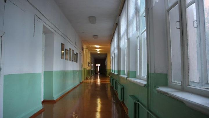 В омском интернате подростки решили проучить 13-летнего мальчика и избили его