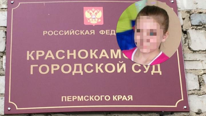 Обвиняют в жестоком убийстве: в Прикамье мать умершей от истощения девочки арестовали на два месяца