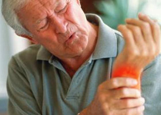С наступлением осенней непогоды выросло число жалоб на боли в суставах