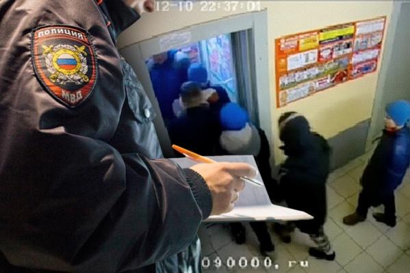 На видео опознанный подросток в синей шапке и в тёмной куртке с бело-серым капюшоном