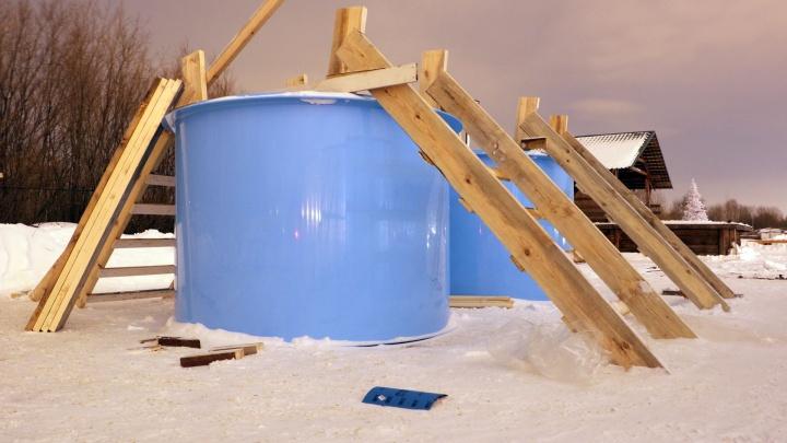 Фотофакт: на городском пляже Перми установили бочки-купели для крещенского купания