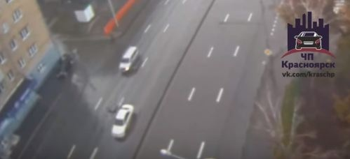 Мужчина попал под колеса «Ниссана» при попытке перебежать Свободный в 200 метрах от перехода