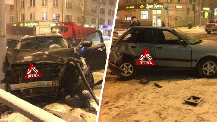 «Снег выпал, все сразу разучились ездить»: в центре Перми произошло массовое ДТП