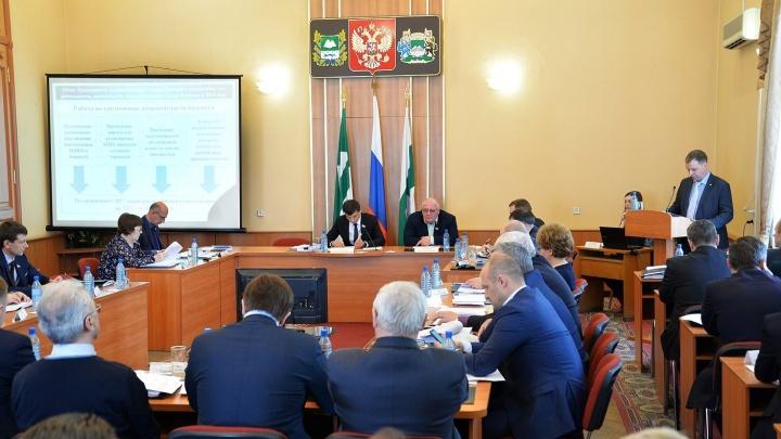 Без единого вопроса депутаты Курганской думы приняли отчет Андрея Потапова