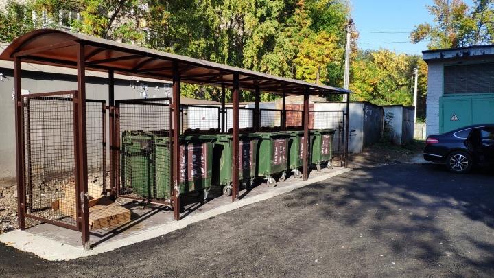 Под крышей из поликарбоната: в Самаре смонтировали новые площадки для сбора отходов