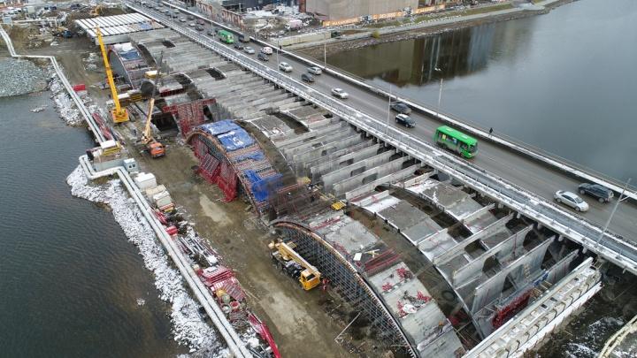 Построили уже три ряда арок: смотрим с высоты, каким стал Макаровский мост