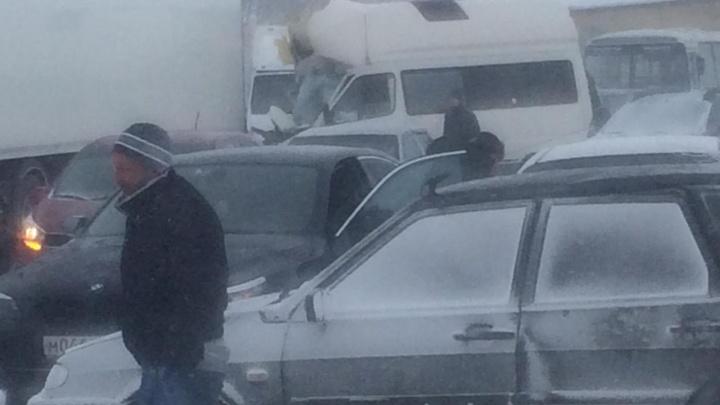 На трассе М-4 «Дон» столкнулись 12 машин: есть раненые
