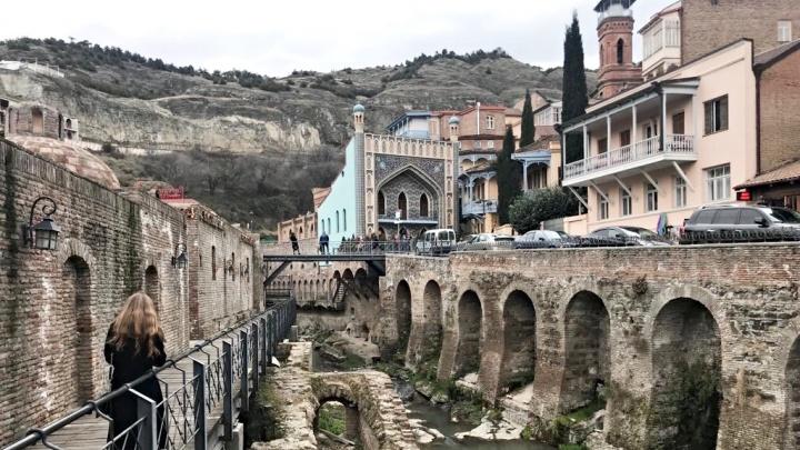 Внезапный запрет на Грузию. Истории тюменцев, у которых сорвался отпуск