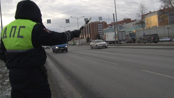 В Самаре инспекторы ГИБДД ловили машины с иностранными номерами