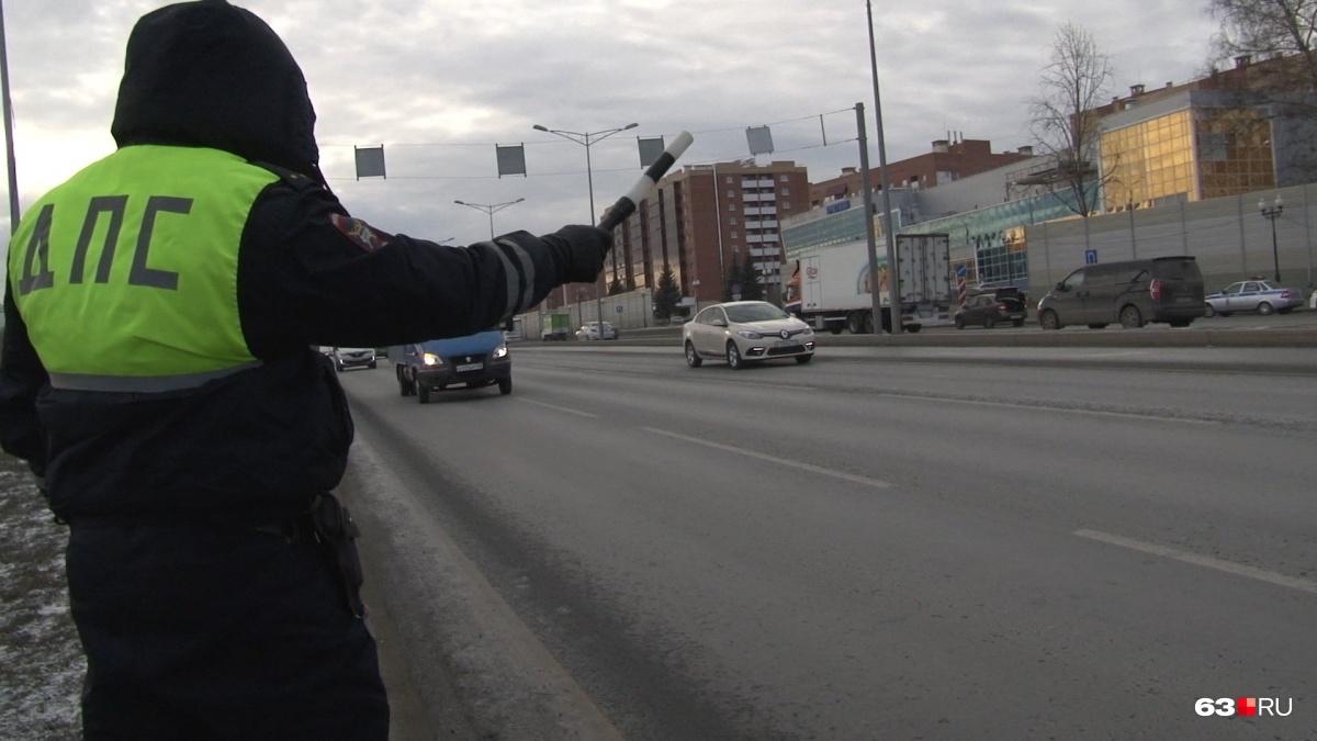 Водителей останавливали на Московском шоссе