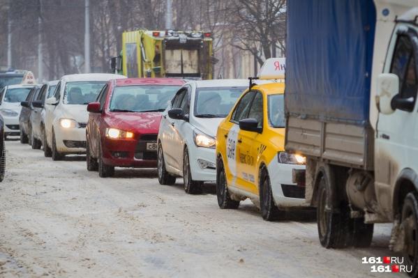 Из-за снега в Ростове образовались многочисленные заторы