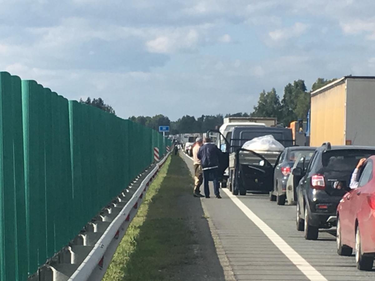 Пока устраняли последствия аварии на трассе образовалась большая пробка