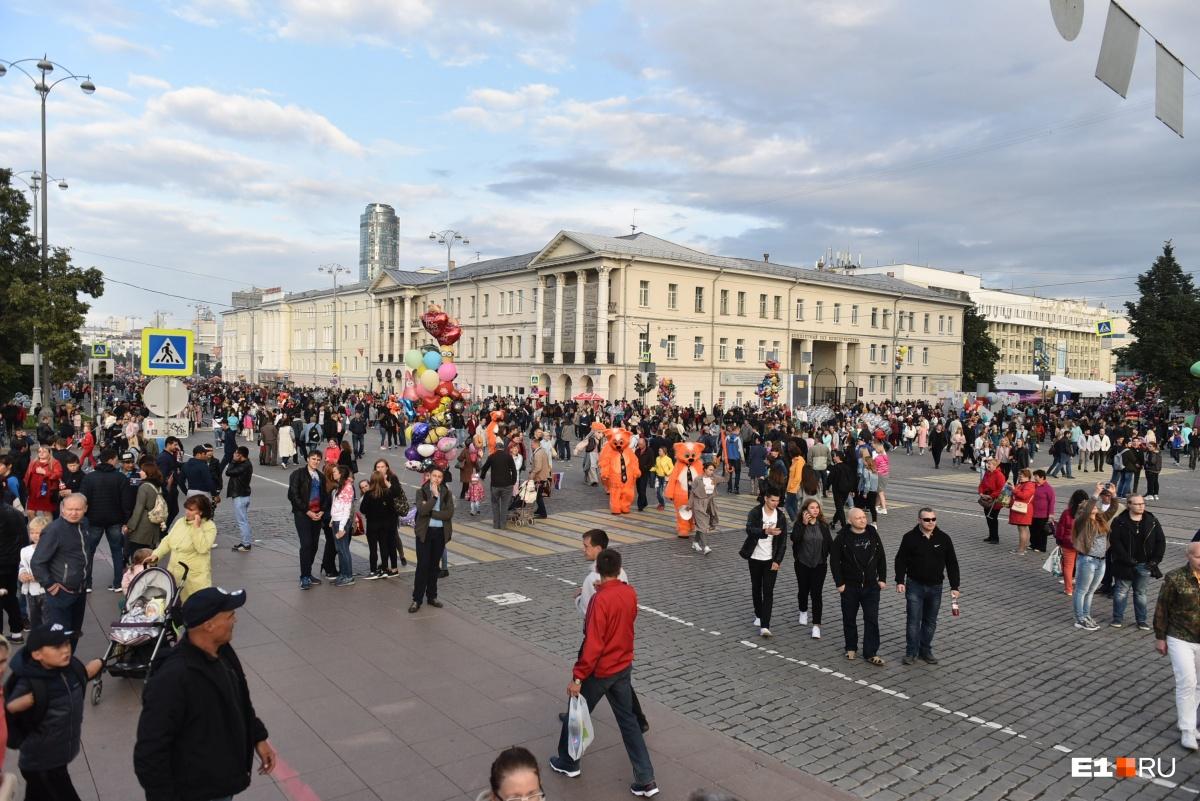 Центр города буквально заполнен людьми