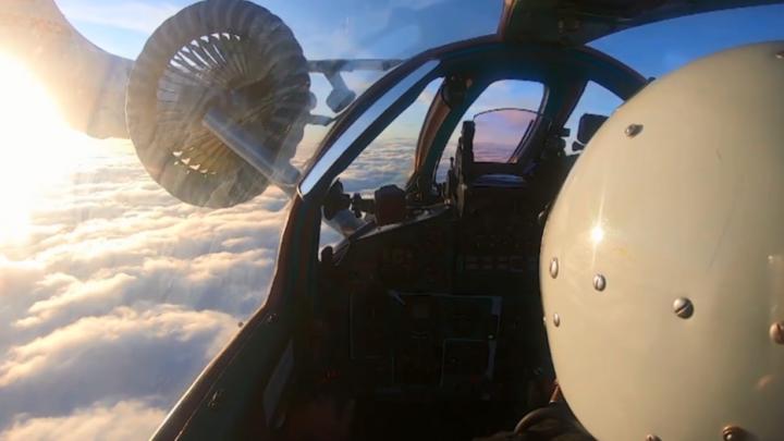 Видео: канские летчики провели дозаправку истребителей в воздухе